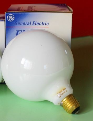 Лампы белые шары 100 Вт