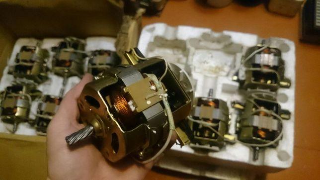 Двигатель для мясорубки motor HC8820 Delfa