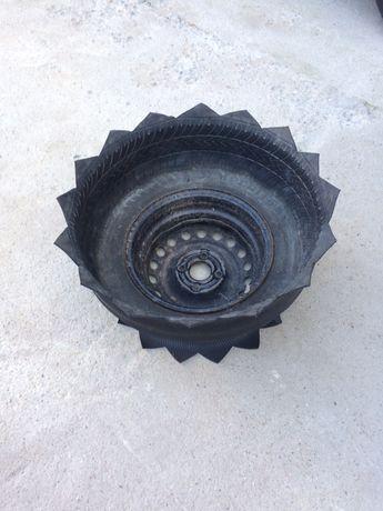 Саксия от гума