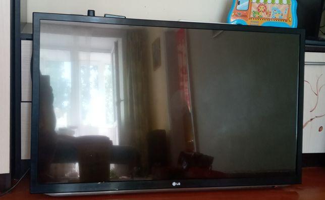 Телевизор LED 3D, диагональ 117 см, в комплекте имеется 2 штуки 3 D оч