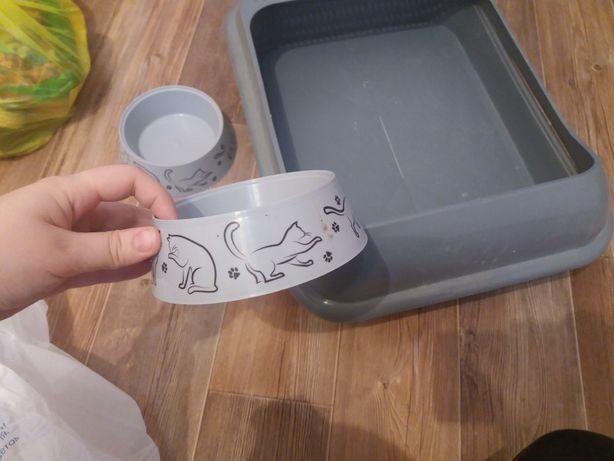 Для кошки корм и латок с лопаткой шампунь