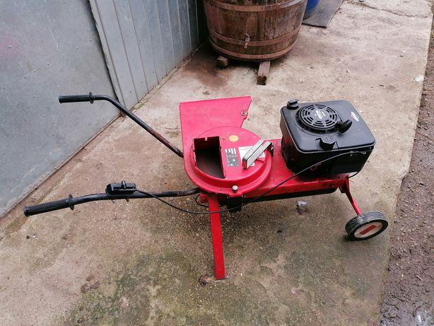 Vand tocatoare fructe si crengi motor benzina