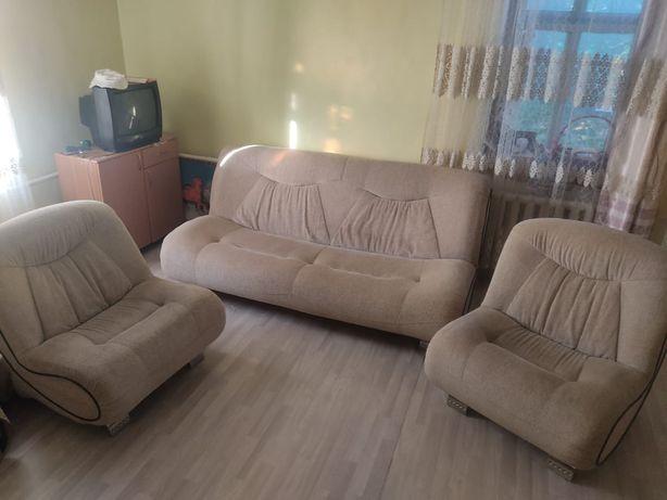 Продам диван+ 2 кресла