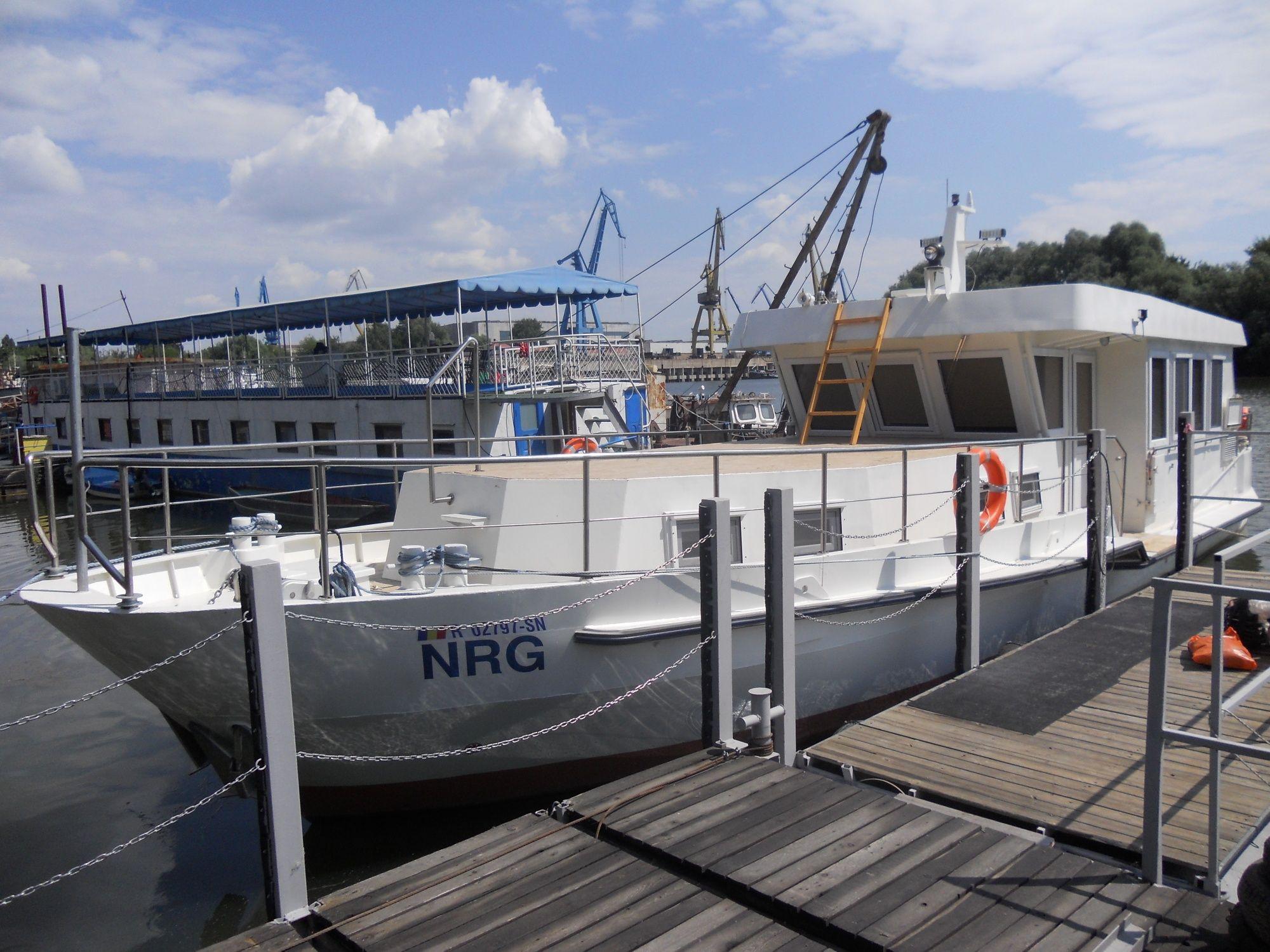 Vând barca vapor 18m