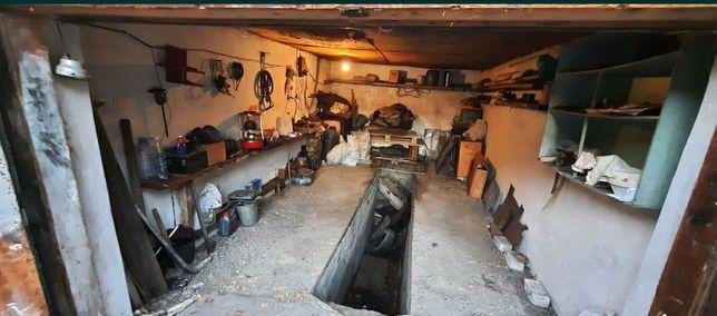 Продам гараж в центре города.