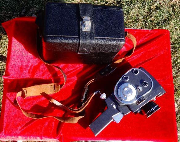 Камера,обективи,кожен калъф куфар.