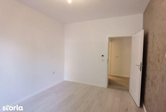 Vand apartament 3 camere complet decomandat, etajul 2-Micalaca