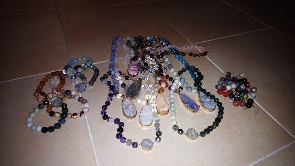 Бижута от естествени камъни
