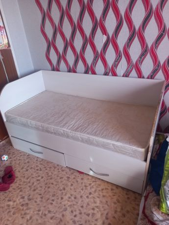 Шифонер и кровать детская