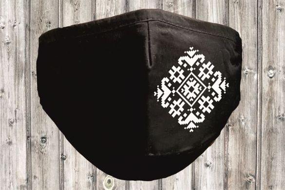 Текстилна маска за многократна употреба с народен мотив