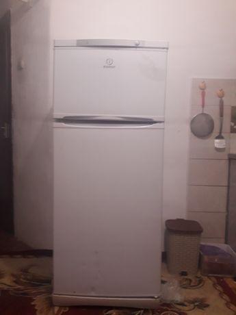 Холодильник indesit   морозильник работает, а холодильник не работает