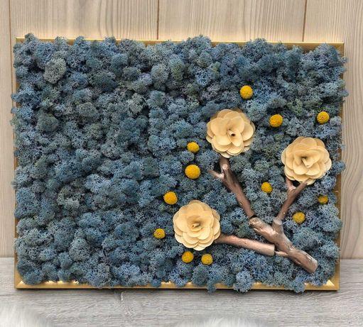 Tablou 43×33 cm cu licheni albastru-lavanda, flori lemn si craspedia