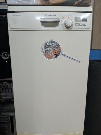 Продам не рабочею посудомоечную машинку Electrolux ESF45030W