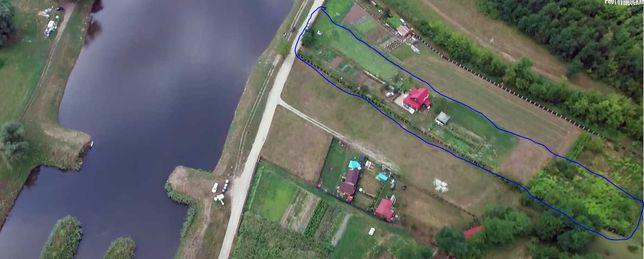 Se vinde teren cu casa de vacanza in zona linistita cu vedere la lac