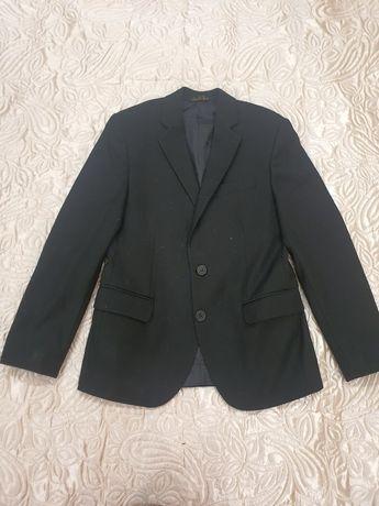 Продаётся школьный костюм 8- 10 лет