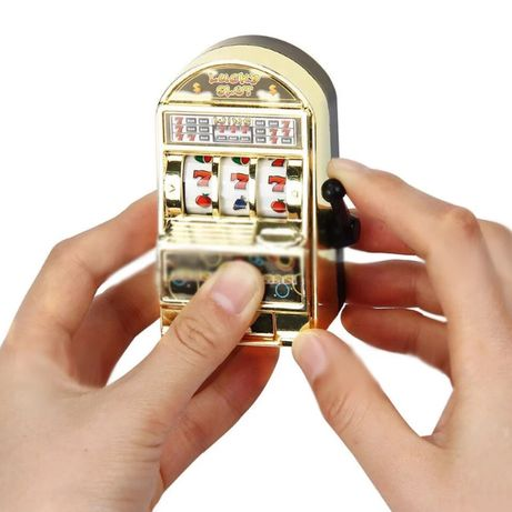 Breloc jucarie cazino/casino/pacanele/pacanea/slots/aparate/septari