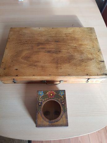 Стара ретро кутия за инструменти и часовник