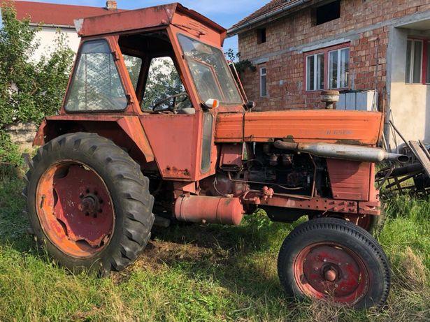 Tractor u-650 cu cabina inclinata plus utilaje - Ca pita calda