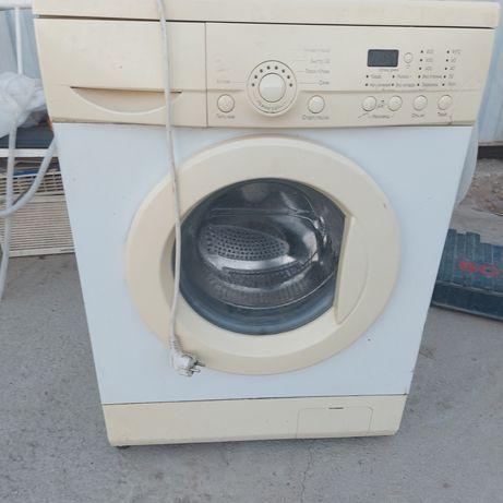 Продаётся б/у стиральная машина LG на запчасти!