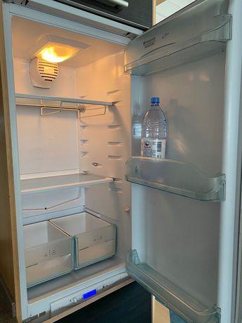 Продается встраиваемый холодильник Аристон