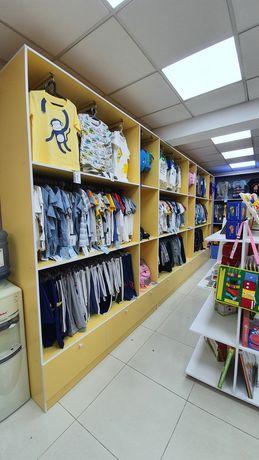 Срочно продается торговые шкафы,стеллажи,витрины для детского магазин