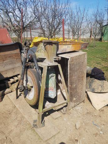 Vand moara dupa tractor si 2 sectii de samanatoare