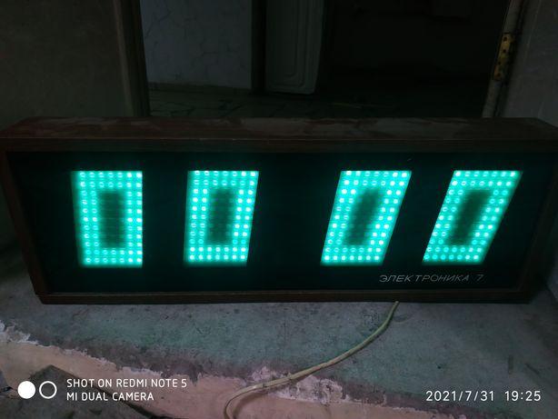 Часы советские Электроника 7-06К настенные