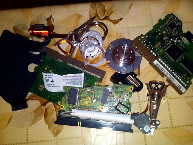 Piese hard disk - 3 lei