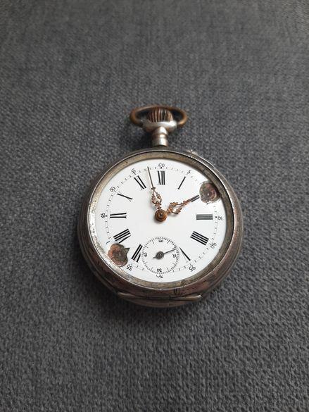 Сребърен джобен часовник.