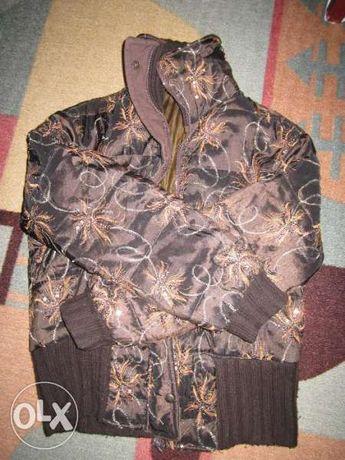 Продавам дамско яке с паети