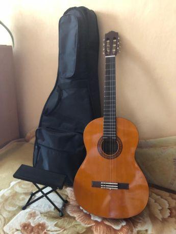 Продам гитару Yamaha c45 в отличном состоянии + чехол + подставка