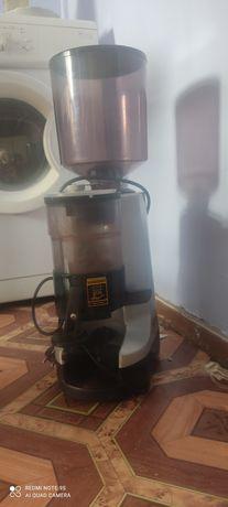 Итальянская кофемолка Simoneli