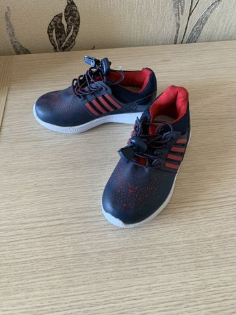 Продам новые кроссовки и сандали на мальчика