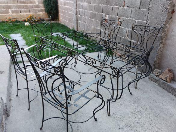 Мебели от ковано желязо. Маса и столове.
