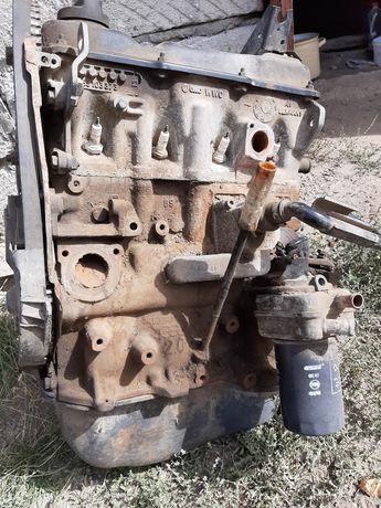 Двигатель2.0 Головка 1.8