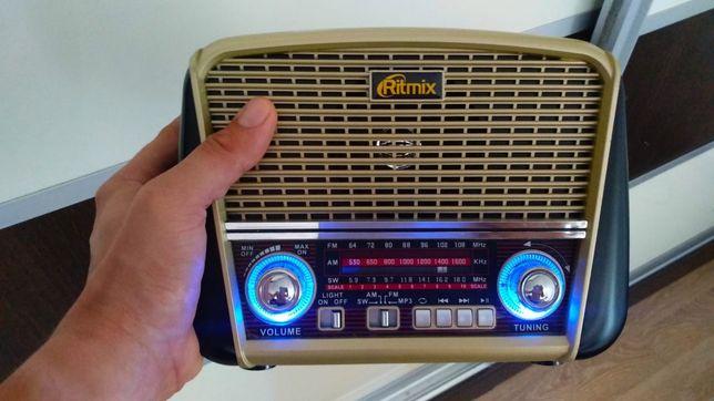 Портативный радиоприемник Ritmix RPR-050 с USB MP3, фонариком и AUX