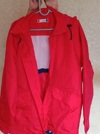 Продам спортивную куртку с капюшоном