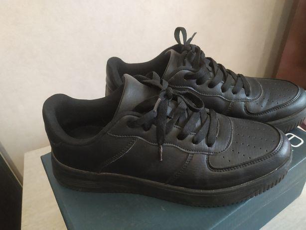 Срочно продам женские кроссовки Браска