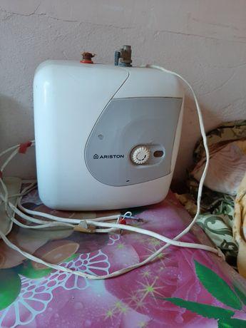 Продам водонагреватель бу