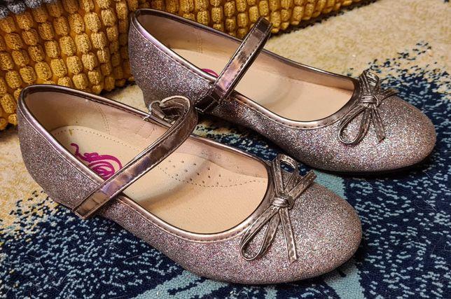 Продам туфли Размер 32