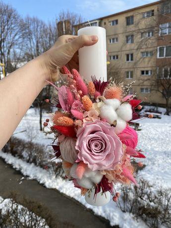 Lumanare de botez cu trandafiri criogenati si flori uscate