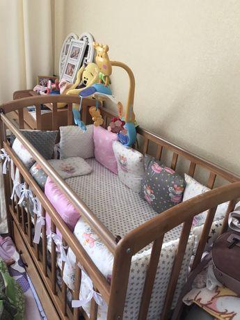 Продам красивую кроватку для младенца