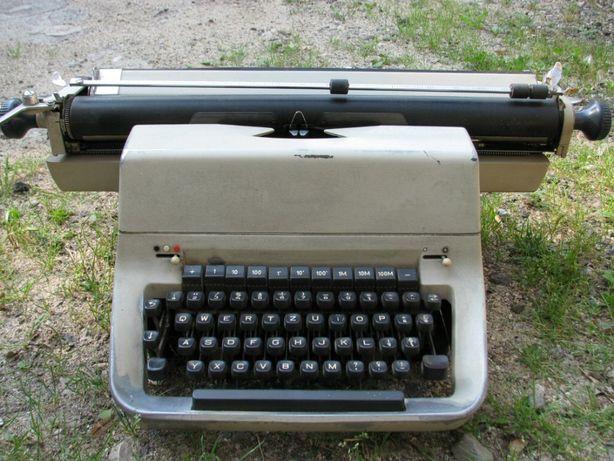 Masina de scris Facit