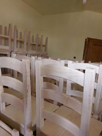 Vand scaune din lemn masiv cu spatar