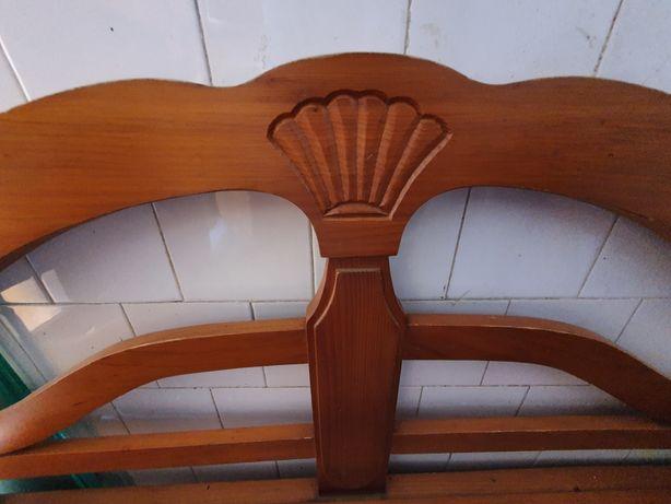 Canapea lemn natural sculptat manual