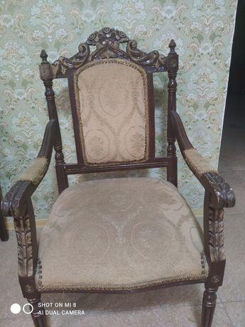 Продам антикварные 4 кресла и диванчик(из чистого дерева)