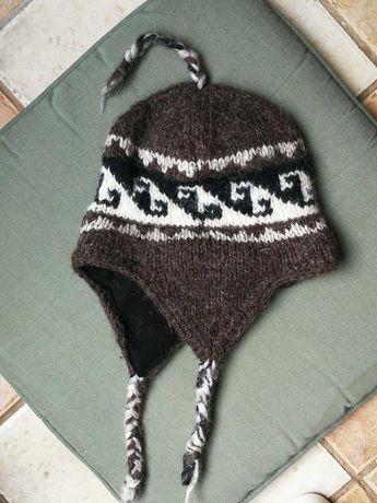 Плетена вълнена кафява шапка