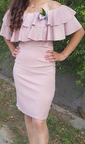 Прекрасна рокля в цвят пудра