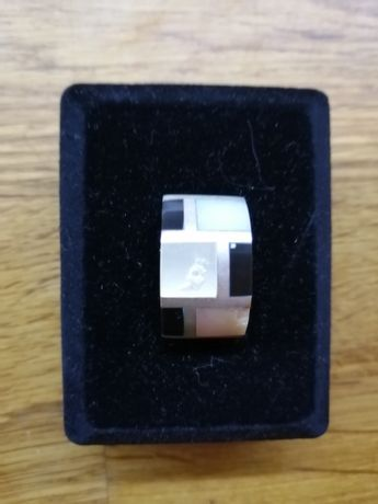 Сребърен медальон със седеф