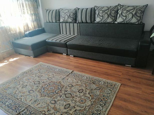 Продам угловой диван длина 4,8 в хорошем состоянии в связи с переездом
